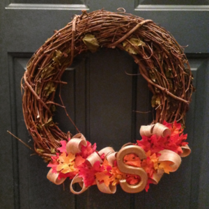 Sterilite-Wreath-on-Door