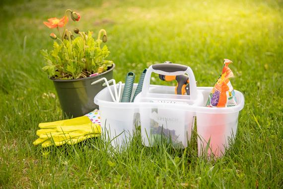 1587-Gardening